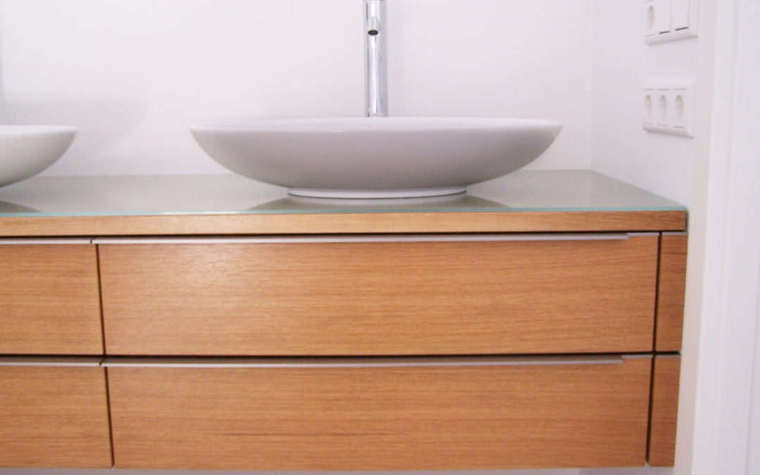Badschrank Eiche
